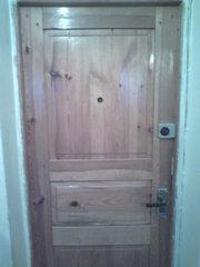 Продам деревянные двери б/у с коробкой в хорошем состоянии